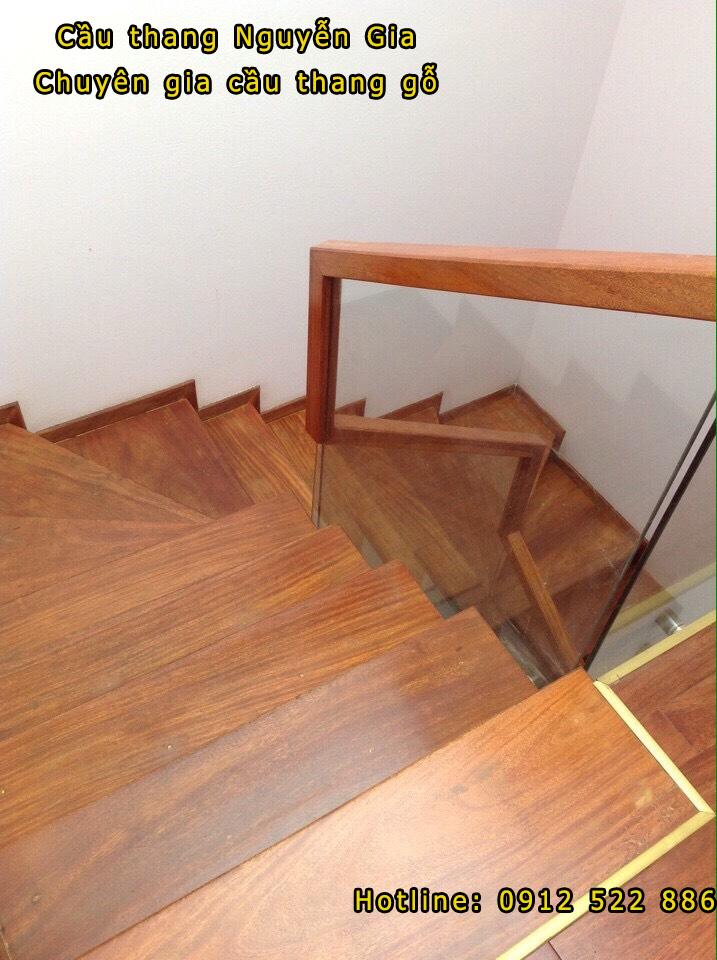 Cầu thang gỗ kính đẹp