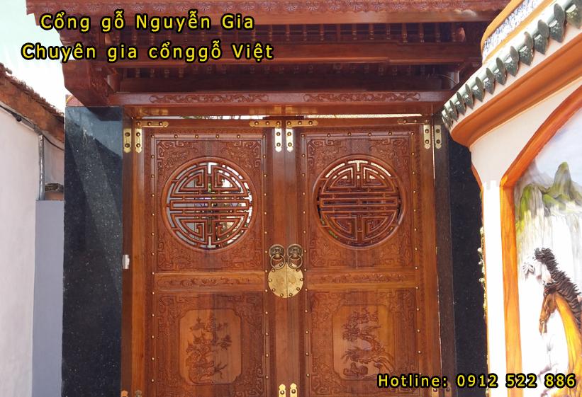 Cổng gỗ kiểu cổ điển