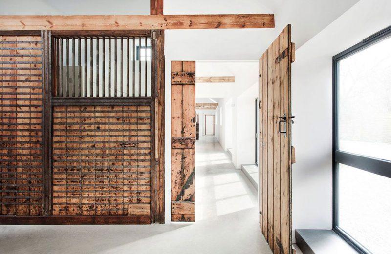 Những tiêu chí chọn cổng gỗ đẹp, rước nhiều tài lộc vào nhà - Cửa Gỗ Nguyễn Gia